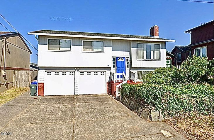 35 SW Hurbert St, Newport, OR 97365