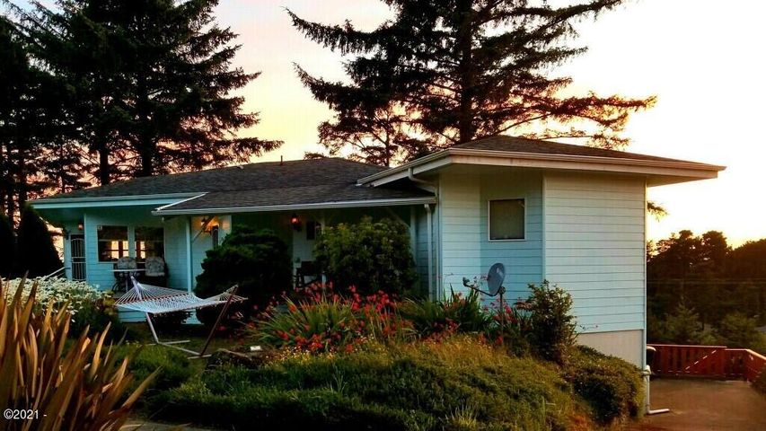 2002 NW View Ridge Dr, Waldport, OR 97394