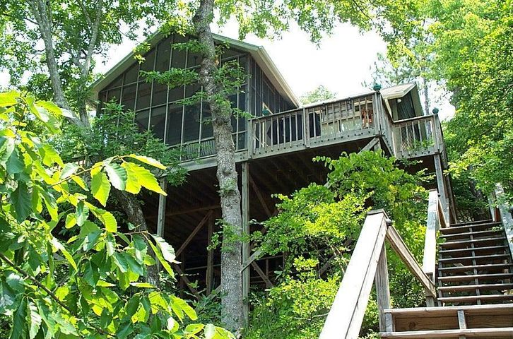 A real Lake Martin Retreat