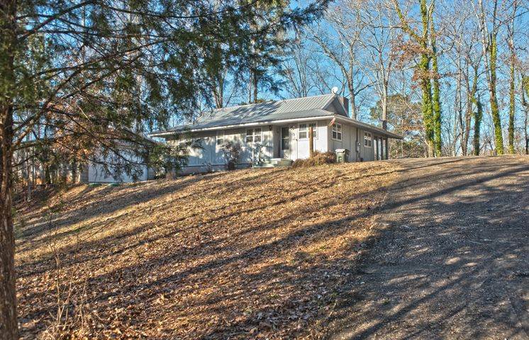 48 Crocker Dr, Jacksons Gap, AL 36861