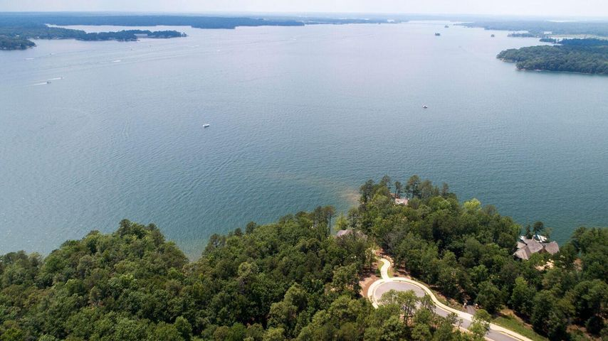Lot 31 on Sundown Ridge offers breathtaking water views. Perhaps some of the best big water views on Lake Martin.