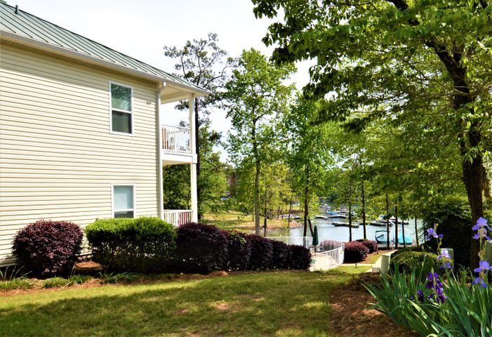 Unit 811 at Sunset point is move in ready! Great rental property with 2 bedroom 2 baths!