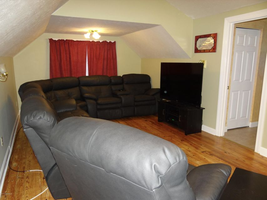 Exclusive home for rent in the heart of St. Matthews. You won't want to miss this charming 3 bedroom, 3 bath home with a number of amenities and excellent space. The living room with a goes log fire place opens to the dining room and looks out to the deck and picture perfect yard. The attractive 2nd floor master bedroom has a huge closet,...