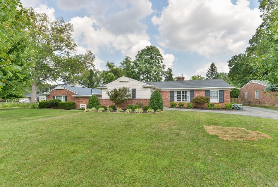 211 Holliswood Rd, Louisville, KY 40222