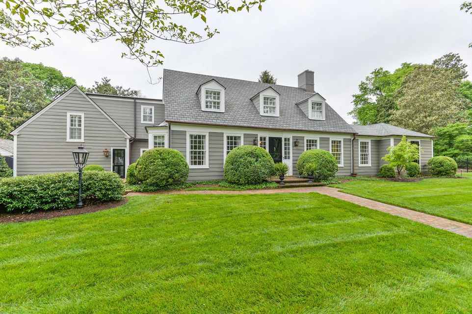Built in 1935, this 5 bedroom, 3 1/2 bath Stratton Hammon home on 424 Mayfair Lane is elegant, classic, and timeless. The beautifully crafted hardwood flooring, trim detailing, and open floor plan reflects Hammon's signature Colonial Revival style in the most traditional way. Relax in the living area where several surrounding windows allow...