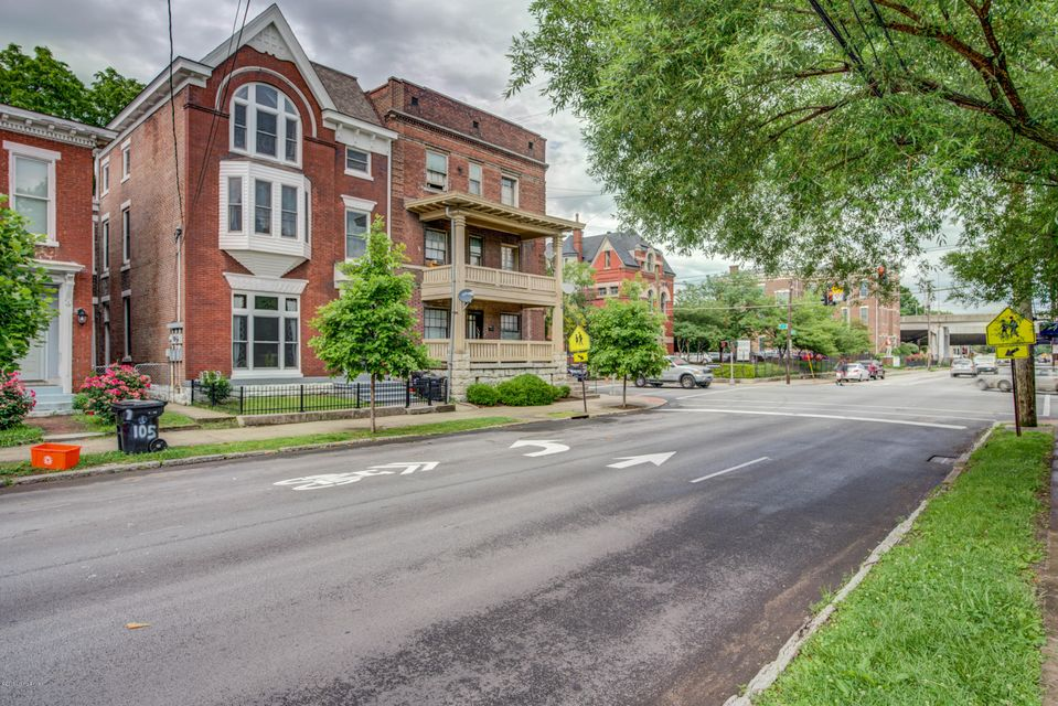 Very nice apartment located in Old Louisville.  Remodeled 2 years ago.  The second floor deck is perfect for entertaining guests.  Laundry hook ups in the unit.