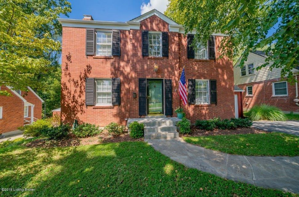 Don't miss this attractive, well maintained colonial home located in the lovely St. Matthews neighborhood. This charming 3 bedroom 1 1/2 bathroom home is move in ready. The first floor is complete with attractive original hardwood floors, a built-in bookcase in living room, an abundance of natural light and a bright, light kitchen. The kitchen...