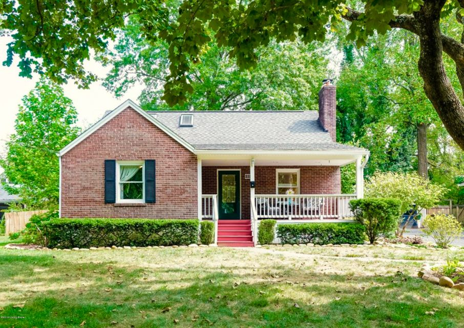 First Showings at the Open House this Sunday 2-5pm... Welcome to 337 Ridgeway Avenue in beautiful Saint Matthews!  This delightful cape cod greets you with lovely curb appeal and a relaxing front porch perfect for greeting family, friends and neighbors.  Upon entry you'll notice the absolutely gorgeous refinished hardwood floors that continue...