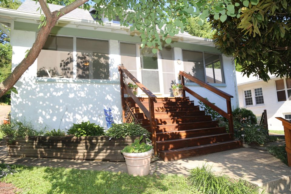 ack on market, buyers contract did not work out. CRESCENT HILL JEWEL, Enjoy the wonder of this family friendly HOME complete with THREE bedrooms and TWO baths, Large living/family room beside light-filled DINING ROOM are perfect for entertaining. UPDATED kitchen with stainless appliances and light custom cabinets are the cooks dream. TWO large...