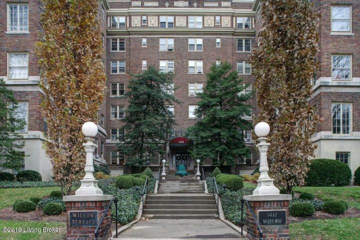 This is a one bedroom on the 3rd floor with a great view of the park.  Lots of natural light, new lights and fan in bedroom, new kitchen floor, bath tub re-glazed, professionally cleaned.  Contact Maury Tasman for more information.