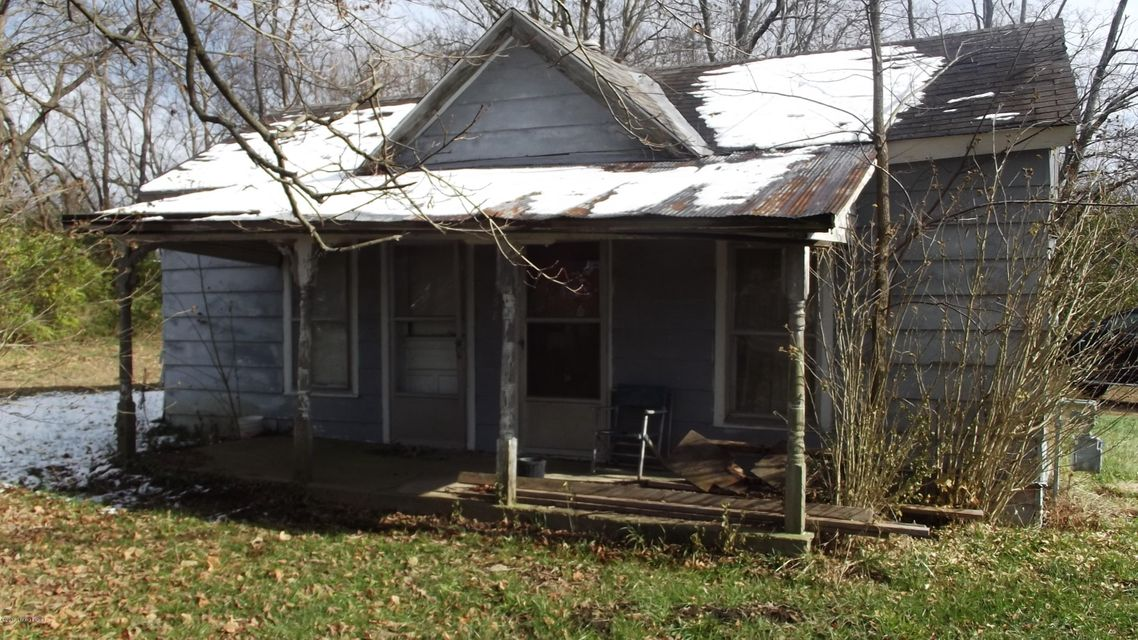 2BR/1BA home in New Castle. Property in need of a complete rehab. Cash only!