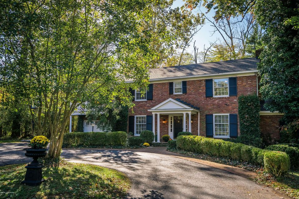 A beauty in brick, enhanced by Chippendale accents, this wonderful home warmly welcomes you with a circular drive and a lovely foyer. Once inside, it's traditional with a twist! Modernized for today's lifestyle, the discerning Buyer will appreciate the open, circular 1st-floor plan with varying ceiling heights, large rooms, 3 fireplaces, dual...
