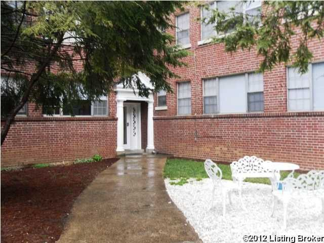 This 1st floor 1 bedroom 1 bath unit , features hardwood floors, equipped kitchen, coin laundry and storage are provided in the lower level. Features Key less entry lock to access the building. Walk to Bardstown Rd and convenient to Seminaries & Downtown.