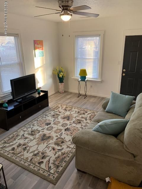 Lovely Furnished 1 Bedroom Apt available in Shelby Park/ Nulu Area! $300 Weekly and $1200 Monthly  Rentals Available. Conveniently located close to Broadway Corridor/ Downtown District, near I-65.