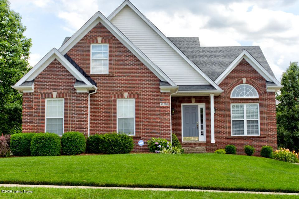 Welcome to 13218 Willow Forest Drive. This Beautiful 4 bedroom, 3.5 bath home is a must see! The large light filled living room boasting high ceilings, newer hardwood floors and a gas fireplace for those chilly winter nights is the perfect space for entertaining. A few steps away is the large open eat in kitchen with recently refinished hardwood...
