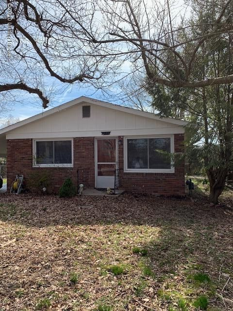 Cute 3 bedroom, 1 bath home.  Original hardwood floors throughout, vinyl in kitchen and bath.  Nice sized fenced backyard.  Schedule your showing today...this one won't last long! NO SHOWINGS UNTIL AFTER 4:00 PM DURING THE WEEK.  SELLER WORKS FROM HOME.  NEED 24 HOUR NOTICE. WEEKENDS ANYTIME.