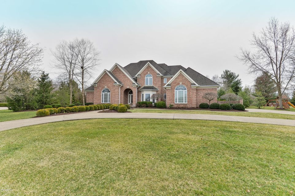 This outstanding home is surrounded by mature landscaping and sits on 1.1 acres in the Estates of Hunting Creek, Oldham Co. school district. The first floor is perfect for gracious entertaining. The well-planned eat-in kitchen boasts a fireplace, high-end appliances, a large island and opens onto a large patio with a fireplace and outdoor...