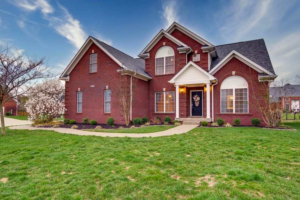 FOREST SPRINGS NORTH. BEAUTIFUL BRICK HOME. COVERED FRONT PORCH. FIRST FLOOR MASTER. HARDWOOD FLOORS ON FIRST FLOOR. 2 STORY GREAT ROOM WITH FIREPLACE OPENS TO KITCHEN. SPACIOUS KITCHEN WITH LARGE DINING AREA. PLENTY OF CABINETS AND COUNTER SPACE. 1ST FLOOR LAUNDRY ROOM. FORMAL DINING ROOM. 1ST FLOOR MASTER BEDROOM HAS HARDWOOD FLOORS, MASTER...