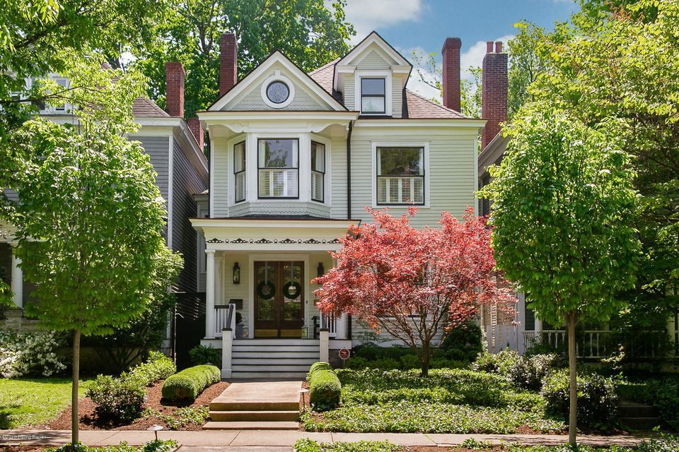 Gorgeous Highlands home is in the heart of Cherokee Triangle!  This 4 Bedroom, 3.5 Bath home has had an incredible professionally designed total renovation/addition.  Designed with thoughtful details and finishes to retain the historic charm, the floor plan was designed for entertaining with its flowing kitchen, family room, dining area -...
