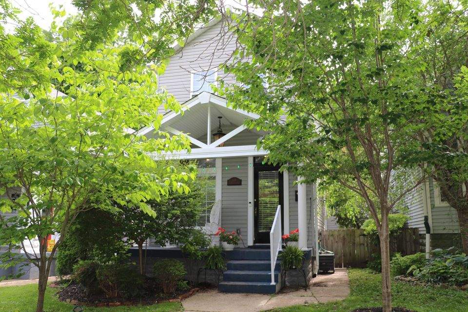 First showings will be Wednesday, 5/27/2020. This 3-bedroom, 2.5-bath home was rebuilt from the foundation up in 2013 with a first-floor master and 2.5-car garage in a classic Crescent Hill location! The front door opens into the spacious great room with eating area and kitchen. The large kitchen has granite counters, stainless Samsung appliances,...