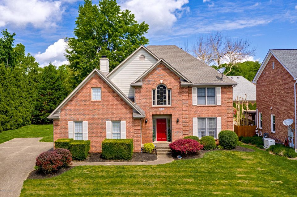 Updates, Open, Spacious, Private Yard, Cul-de-sac, A Hidden Treasure In A Small Subdivision and All In The Heart Of St. Matthews. (be sure to see the pictures)! Walk into a slate tiled two story open foyer with a formal dining room to the right with trey ceiling, maple hardwood floors, and crown molding. The entry flows nicely into a large Great room with maple Hardwood flooring, gas fireplace, and recessed lighting. You'll love the custom gourmet kitchen that features stainless steel appliances, granite counter tops and tile back splash. There's a nice size formal dining room and large kitchen breakfast room that opens to a vaulted hearth room with doors to a large deck (perfect for family and entertaining). You'll fall in love with the Large Master Suite that has an amazing walk-in