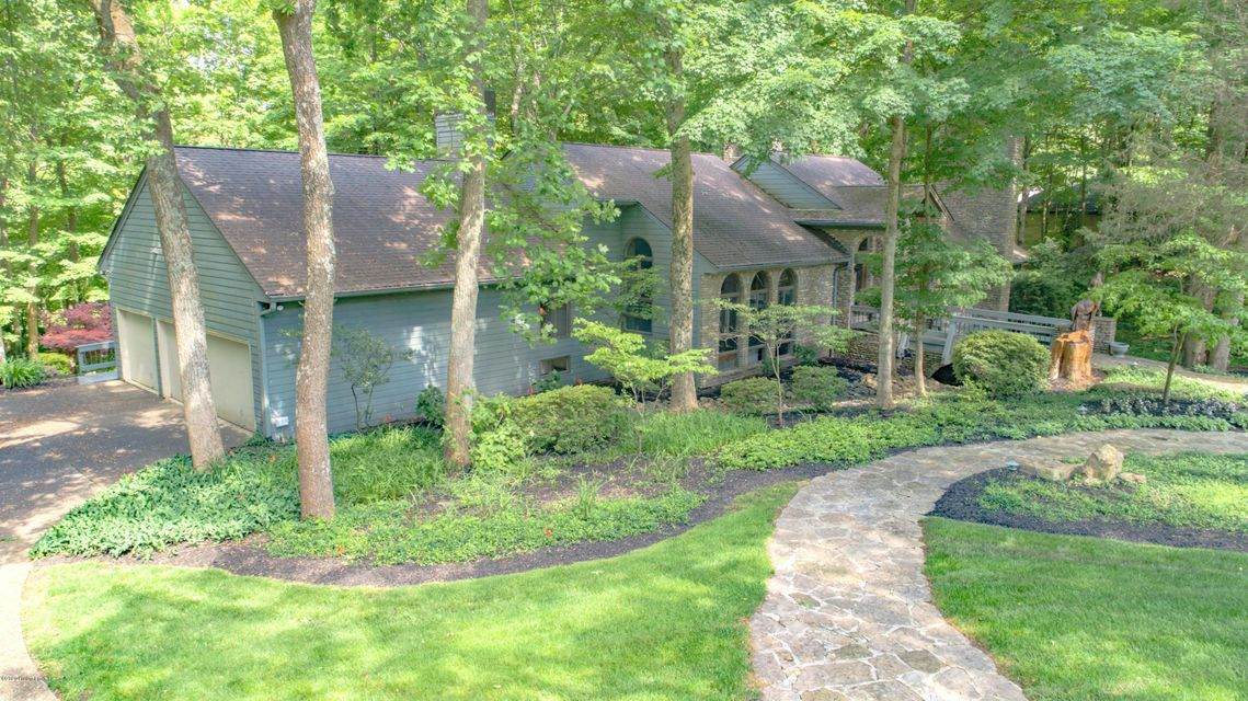 NESTLED IN PRIVACY ON THIS WOODED 2+ ACRES SITS THIS QUALITY DESIGNED ELEGANT CONTEMPORARY WALKOUT RANCH IN PRIME PROSPECT LOCATION! THIS HOME HAS IT ALL FOR ENTERTAINING AND ENJOYMENT.  ENTER THE GRAND TWO STORY FOYER WITH LEADED DOORS INTO 20 X 33 GREAT ROOM WITH STONE FIREPLACE, OPEN BEAM CATHEDRAL CEILING AND WALK BEHIND WET BAR WITH ICE MAKER, COPPER SINK AND CHERRY CABINETS.  EAT IN KITCHEN WITH CORIAN TOP BREAKFAST BAR, LOADS OF CABINETS AND APPLIANCES, AND A GAS FIREPLACE. KITCHEN FLOWS INTO SUNROOM (14 X 16)  WITH LOTS OF WINDOWS (MITSUBISHI HVAC UNIT) COMPUTER DESK AND SKYLITES. SKYLITES STRATEGICALLY PLACED THROUGHOUT HOME.   OFF ENTRY FOYER IS A LIBRARY/OFFICE WITH LEADED FRENCH DOOR AND FIREPLACE HAS CHERRY SHELVING AND BOOKCASES.