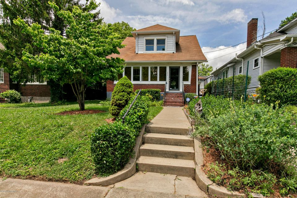 Better than your typical Highlands Bungalow this home has a hard to find master suite and generous closets throughout! The master suite is light filled, spacious and with a private bath and walk-in closet. Gleaming hardwood floors throughout, fresh neutral paint top to bottom, and an upgraded kitchen with quality Kraftmaid cabinets, solid...