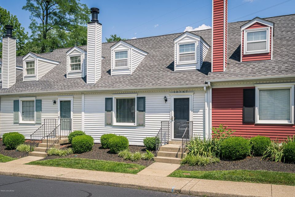 Amazing 2 bedroom, 2 bathroom townhouse in Middletown. Amenities included: central air, central heat, deck, dishwasher, hardwood floors, updated bathroom, storage, and washer dryer. No Utilities included. Is not pet friendly. Date Available: Move-in asap. $1,200/month rent. $1,200 security deposit required. Please submit the form on this page for showings, application, and additional information. Applicants must show proof of income, credit report, and background check. This property is not section 8 approved.