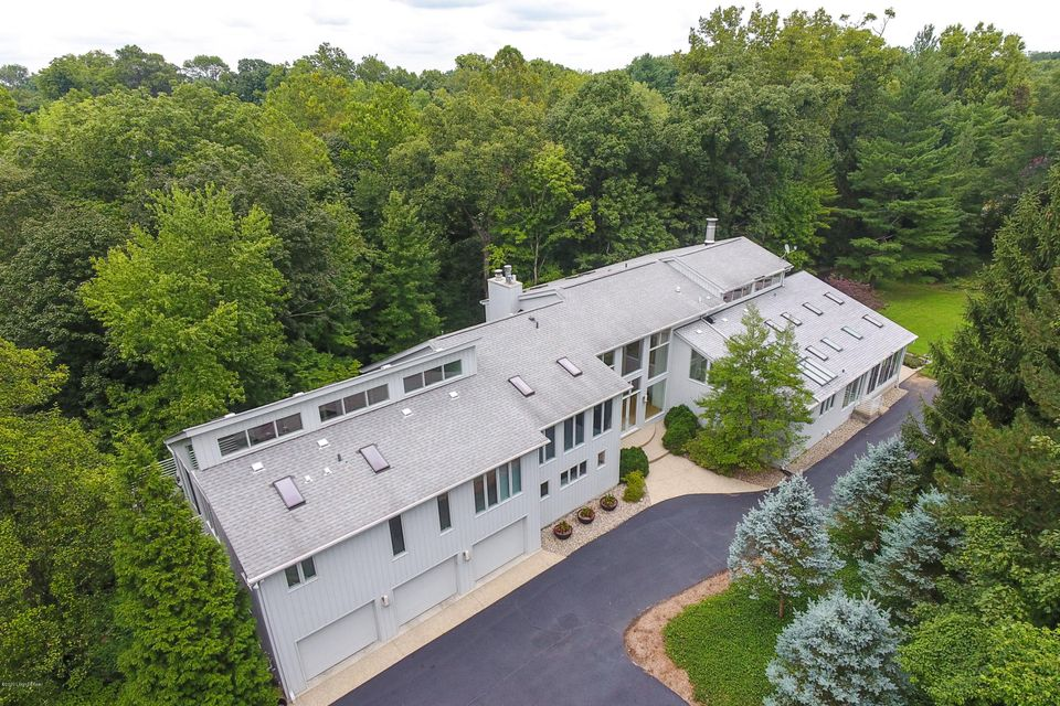 387 Mockingbird Valley Rd. defines luxurious living in a premier, private, location. The grand entry, with its high ceilings and floating bridge, sets the tone for this magnificent home and leads to a desirable, open floor plan. An airy, neutral palette and an abundance of massive windows allow for a keen focus on the lush, mature landscape,...