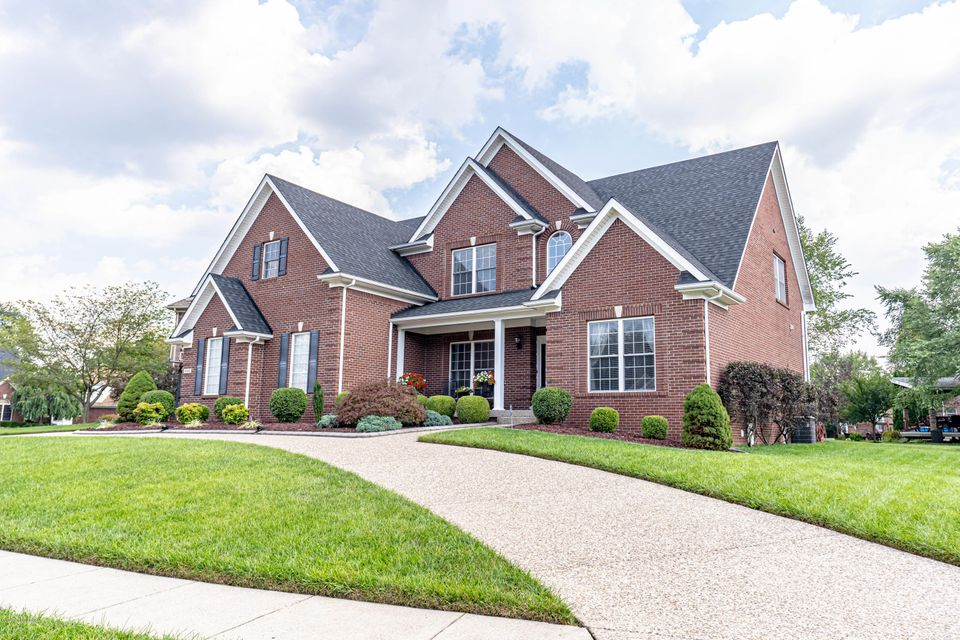 This home has Family and Entertainment written all over it!  This beautiful brick home features 5 bedrooms, 4 and a half baths, and over 4300 finished square feet. With its large open kitchen and great room area, with vaulted ceiling, there is plenty of room for entertaining!  The basement features a Home Theatre room, Billiards and Game room,...