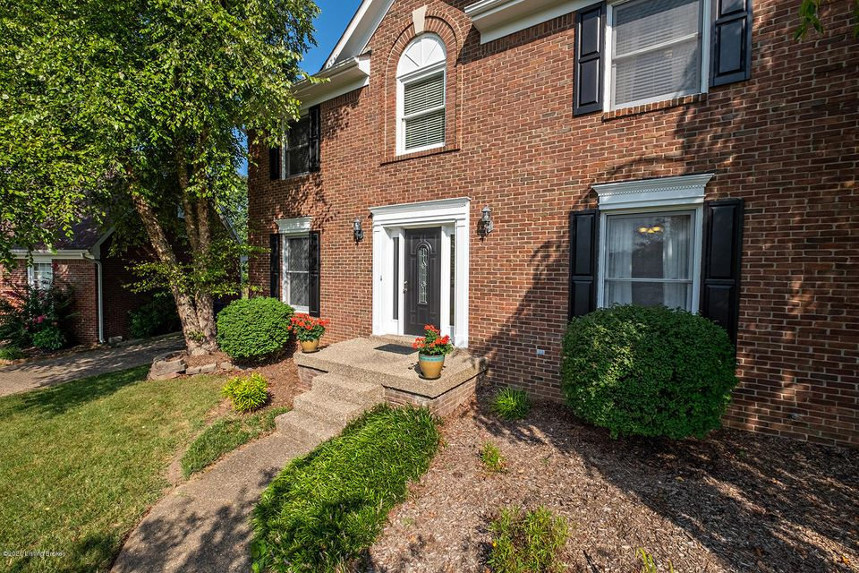 13511 Squire Springs Court is an East End traditional brick four-bedroom plus office home with partially finished basement and it is a charmer!  Be the person that has ''outdoor space envy'' from neighbors and friends in this cul-de-sac location with fully fenced, partially shaded and flat yard.  It is one of the larger lots in the neighborhood.  You will enter and find home office to the left and formal dining room to the right.  Fluted trim and crown molding show craftsmanship and a touch of formality.  There is no carpet on the first level - it is a combination of oak hardwood and plank flooring.  The eat-in kitchen and living room are located on the rear of the home where you'll find two access doors for the large deck.