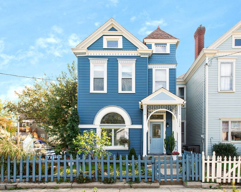 Ideally sited on a corner, this turn of the century Queen Anne is modern and historic. Thoughtfully reimagined and totally renovated in 2019 for growing families, aging in place or income producing (AirBNB approved). Features include a first-floor laundry, primary bedroom and en-suite. The custom kitchen has been designed with a chef in mind,...