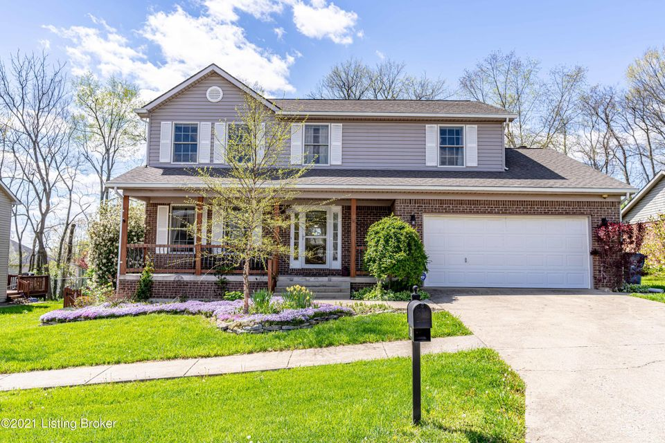 Are you looking for a beautiful home that's  ready for you, friends or family to enjoy and waiting for you to entertain this summer?  Look no further! 138 Lincoln Station Dr is perfect for you!  This highly sought after neighborhood is Todd's Station.  This home boasts 4 bedrooms and 3.5 baths.  BUT... it doesn't end there.  You have a beautiful...
