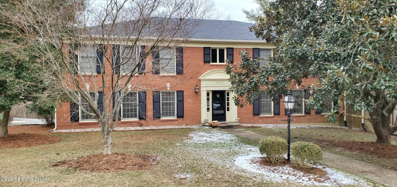 Move in ready condo in the heart of Hunting Creek. 2 bed 2 bath unit with laundry in unit. Secure building with combo lock main door. LVP flooring for easy care and wood look. Complete appliance package.