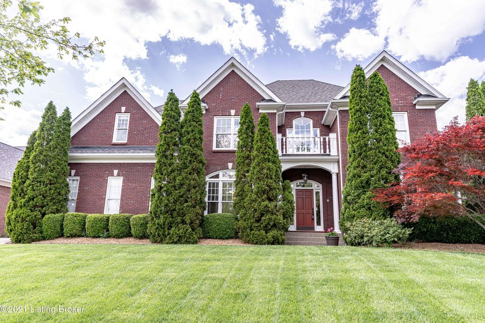 Beautiful 4BR, 4.5BA home on desirable golf course (tee box) lot w/ 4 car garage! This stunning home features a large eat in kitchen w/ granite, backsplash, stainless steel appliances inc gas cooktop, butler's pantry & center island, spacious great room w/ fireplace, office/living space w/ attached outdoor area, large dining room, & more!...