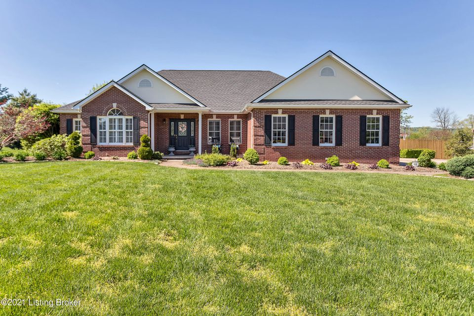 HIGHEST AND BEST OFFERS TO BE SUBMITTED BY 8:30PM ON TUESDAY MAY 4, 2021. SELLERS WILL REVIEW ALL OFFERS AT 8:30PM.''Welcome home to 119 Four Seasons Dr. your very own private paradise. This is an all brick ranch with a fully finished walkout basement. The first floor has a large eat in kitchen, with a separate dining room and an open living...