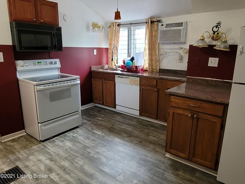 3rd floor efficiency apartment on 2nd St. Very clean space in quiet location. Rent includes heat, air, water and trash.