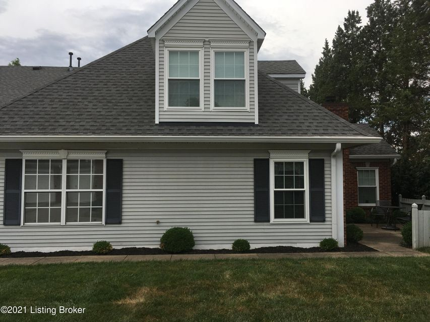 Fantastic  and pristine unit in much desired Graystone Manor.  3 BR, 2.5 baths, fireplace, open floor plan with beautiful Paladium windows.  Shutters inside, Vaulted ceiling, freshly painted and carpet 2 years old.  Large primary bedroom with walk in closet and bath. Large third bedroom with walkin closet and full bath upstairs.  First floor...