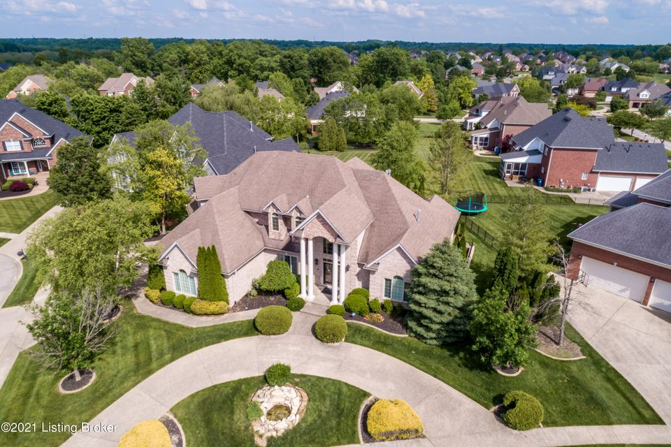 What a bargain! Over 6500 sq ft all brick magnificent executive home conveniently located in Beautiful Lake Forest. Enter through the columned porch to the beautiful 2-story foyer with exquisite tiger-wood hardwood floor in most of the first floor. Inviting open floor plan is great for entertaining friends and family. You'll also enjoy those...