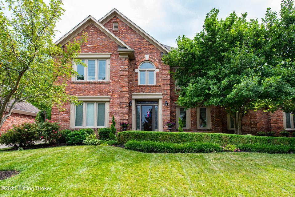 Rare opportunity to grab a well maintained home on the most beautiful part of the parkway in coveted Lake Forest! Sellers have completed many updates to the property including; New roof, windows, gutters, skylights and exterior paint in 2017, moved the laundry room to just off the master suite and converted old 1st floor laundry into a huge...