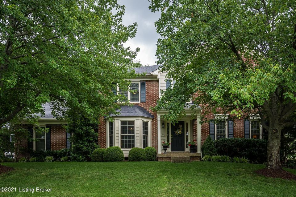 Welcome to a beautiful & spacious home in the popular Forest Springs neighborhood. Upon entering the house you will appreciate the care, cleanliness, and updates throughout. The showcase of the home is the updated kitchen & open layout. Throughout the first floor are gleaming hardwood floors & updated fixtures. Gorgeous (soft close) cabinets,...