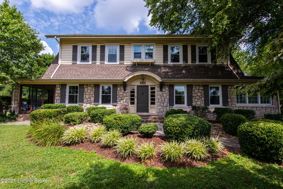 Here is an opportunity to own a home in one of Louisville's most desired neighborhoods. Audubon Park. This lovely home sits on nearly 1/2 acre with beautiful , mature landscape . You will be welcomed to 935 Cardinal Drive by a grand entryway with a gorgeous staircase, a spacious living room, dining room. breakfast nook, including  two gorgeous...