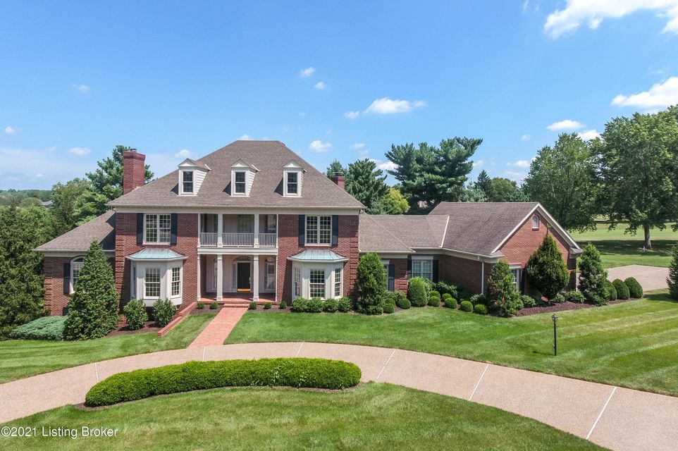 This classic Georgian style home in the estate section of Hunting Creek featureselegance throughout while providing the desirable comforts of today's living.Meticulously maintained by the original owners for 30 years, this home showcasesrefined custom construction with graceful architectural details including six fireplaces,dentil molding...