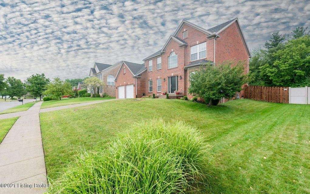 You will thoroughly enjoy this spectacular 4br / 3.5 bath brick home in the Polo Fields neighborhood. This home is located on a cul-de-sac street with a large flat backyard and has been meticulously maintained inside and out. The first floor as an open floor plan from kitchen to living room with built in bookshelves, with a formal dining room...