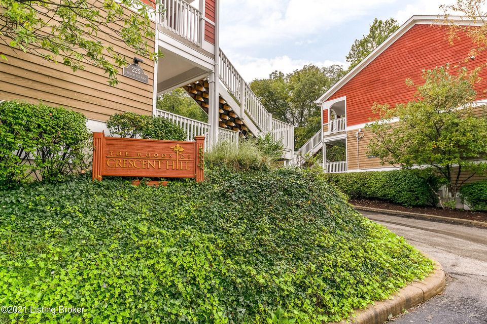 Incredible first floor 2 bedroom condo in the heart of Crescent Hill located in Woods of Crescent Hill! This place will blow you away with all the space it offers. You'll love the warmth of the fireplace, and the personality of the dining seat in the window, just to name a few of the fantastic features found here! And how about the space -...