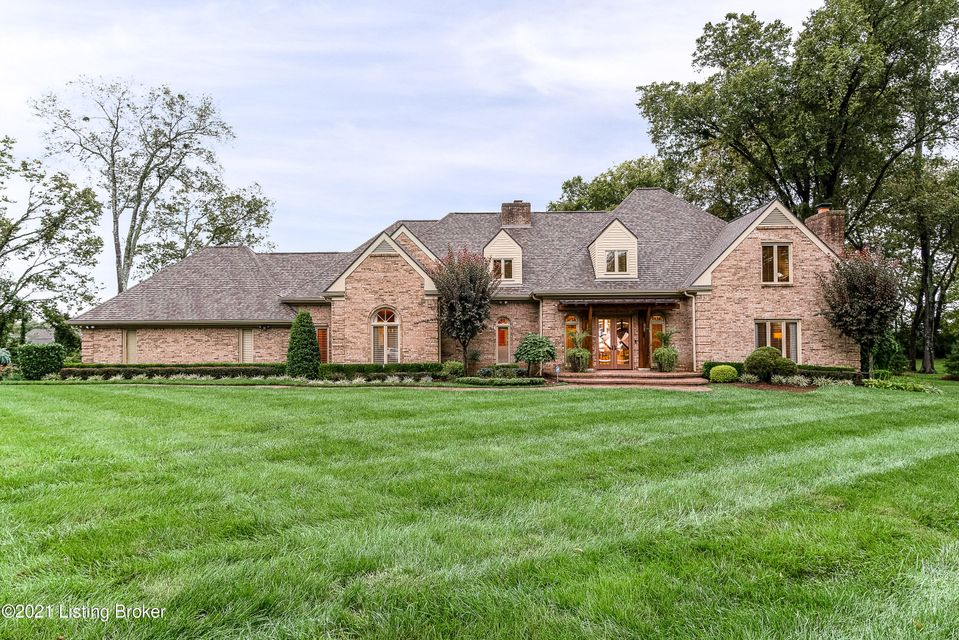 Spectacular 1.3 acre PRISTINE ESTATE with a PERFECT location!  Completely updated with no expenses spared! Custom kitchen Anegre cabinets, all high end appliances (Wolf, Bosch etc), & gorgeous granite.  Great room has soaring custom ceilings, built ins, remote control blackout blinds, & a ceiling high real stone gas fireplace. Den has a unique...