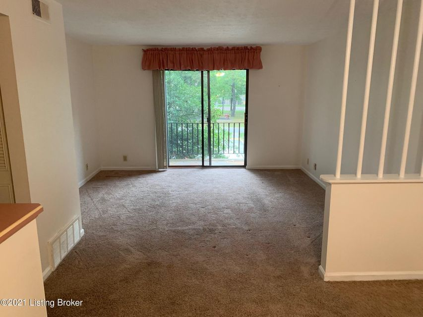 2 bedroom condo freshly painted and new carpet.  Swimming pool, Basketball Court, and Clubhouse.. Close to shopping and Interstates.  Priced to sell.