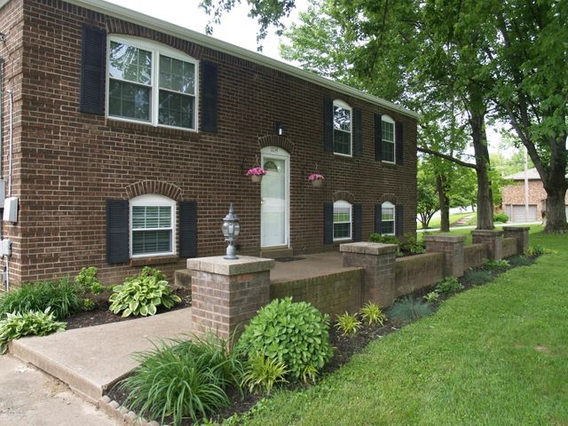 Well-maintained brick home ready for you!
