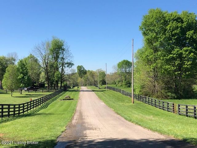 View down Sir Roberts Way - a private road off Flat Rock Rd with only 7 lots.