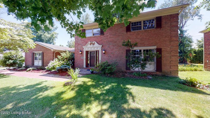 2426 Chattesworth Ln, Louisville, KY 40242